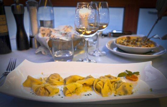 Ristorante La Caletta : ravioli di gamberi su salsa di bufala