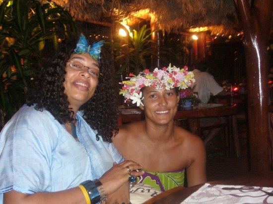 Mauarii : En photo Ariihau avec Hanson qui avait écrit dans mon livre d'or reçu de Tourinter