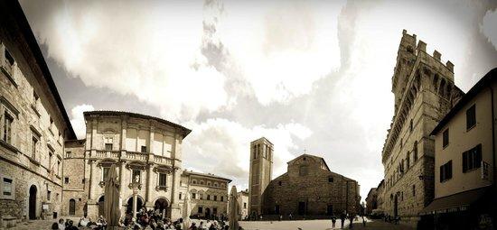Strada del Vino Nobile di Montepulciano e dei Sapori della Valdichiana Senese: Piazza Grande