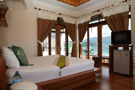 Salakphet Resort : ภายในห้อง VIP ห้องที่วิวสวยที่สุด เห็นทะเลรอบด้าน/ Best view room