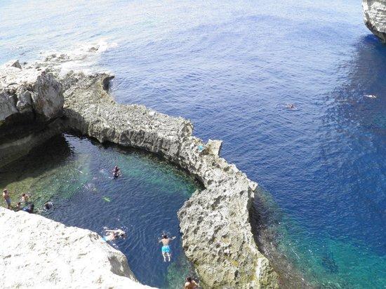 Blue Hole : Dwejra Bay - bathing in the bay