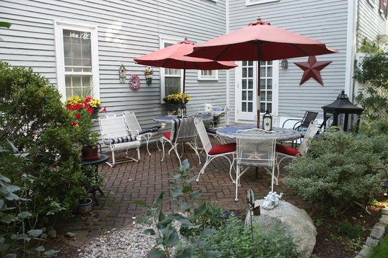 Sally Webster Inn: Back patio.