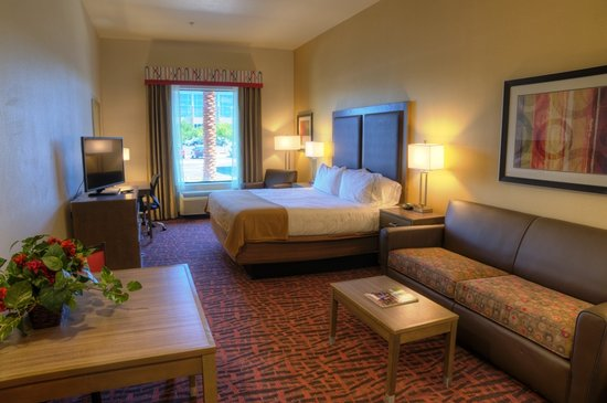 Holiday Inn Express and Suites Phoenix North - Scottsdale: Suites ideal for families and teams