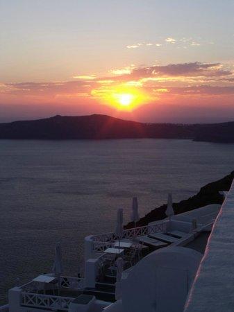 Aeolos Studios & Suites: sunset every night