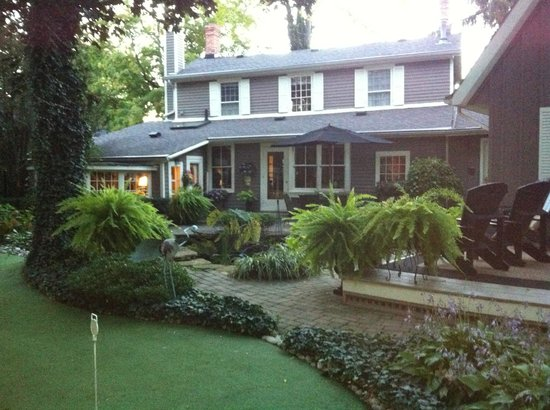 Historic Davy House B&B Inn: Backyard oasis