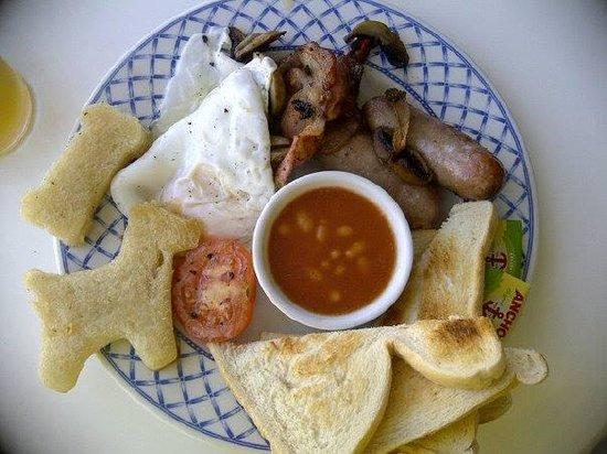 Seashells Guest House: Yummy dog themed breakfast!