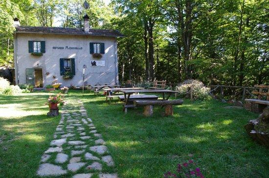Granaglione, Italy: Rifugio estate Montecavallo giardino per pranzo all'aperto