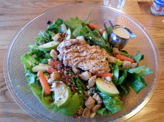 Jeffrey's Bistro: crazy big salad
