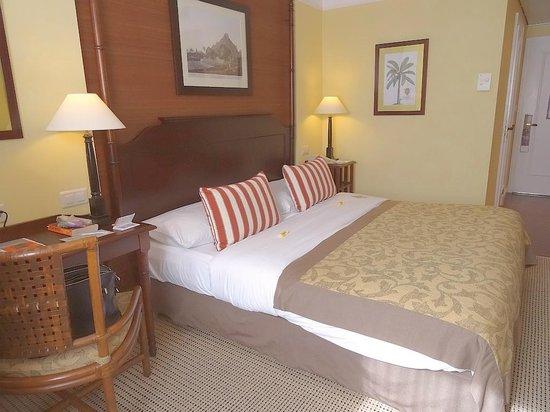 Hotel Kipling - Manotel Geneva: Third Floor Standard Room overlooking Car-park