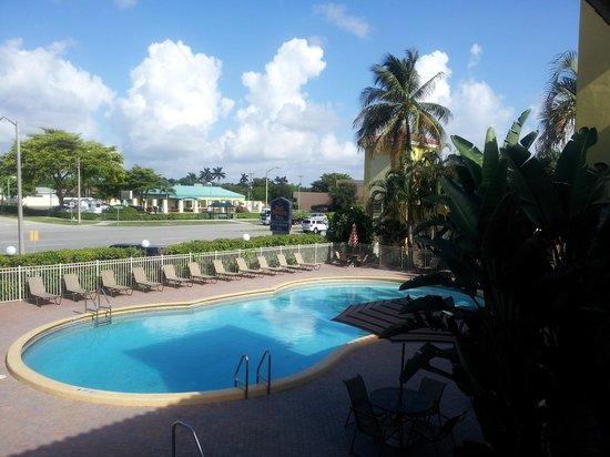 Best Western Plus University Inn : piscina