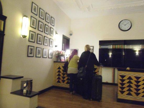Quentin Amsterdam Hotel: HALL