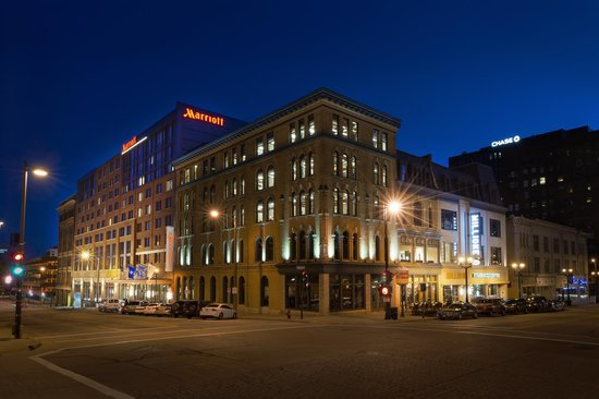 Restaurants Near Courtyard Marriott Downtown Milwaukee