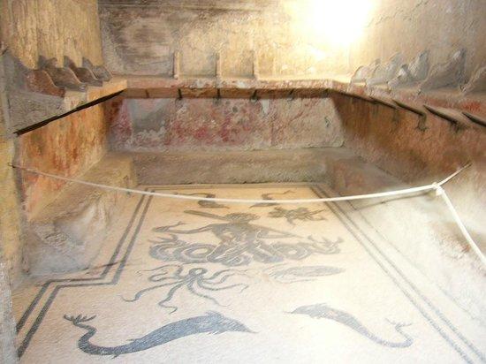 Ruins of Herculaneum: Umkleideraum der Frauentherme