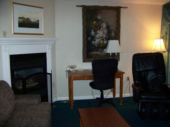 Best Western Merry Manor Inn: Fireplace and Massage Chair in the Fireplace Suite at Best Western Merry Manor, South Portland