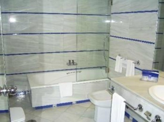 Hotel Puerto Sherry: La bañera para comprarse una igual para casa