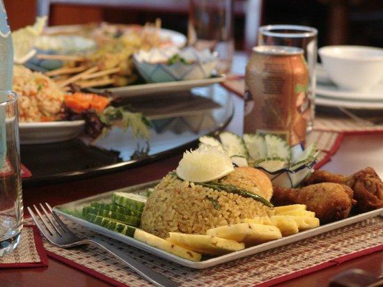 Thai Wok : Thai Chicken Buriyani with a EGB, its marvelous