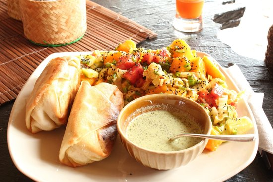 Kunda Vegan Vegetarian Cafe: The best samosas with the best salad in the world :)