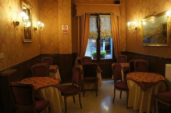 Hotel Lisbona : комната для завтраков