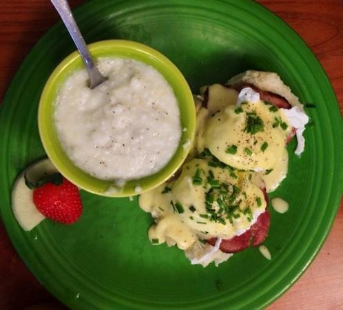 The Corner Kitchen: Biscuits benedict and grits
