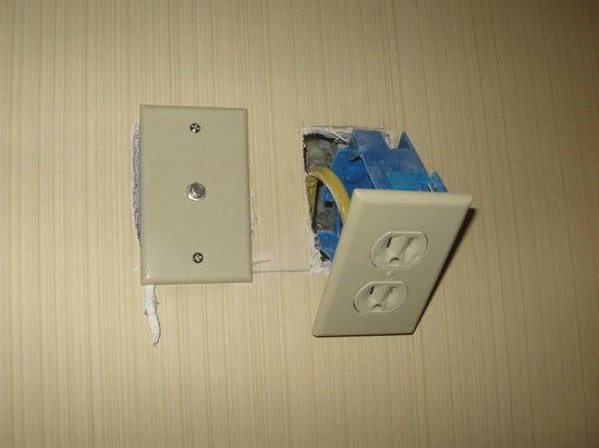 Days Inn Runnemede Philadelphia Area : outlet didn't work and pulled out of the wall when we unplugged