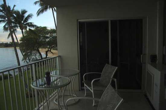 Royal Mauian: Lanai (A/C compressor on far right)
