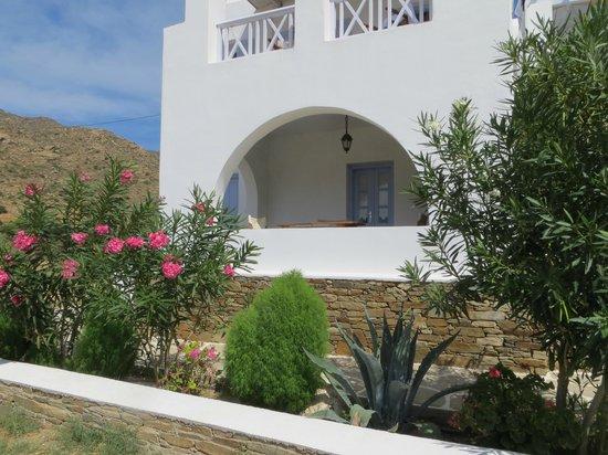 Island House Hotel Studios Apartments : Exterior