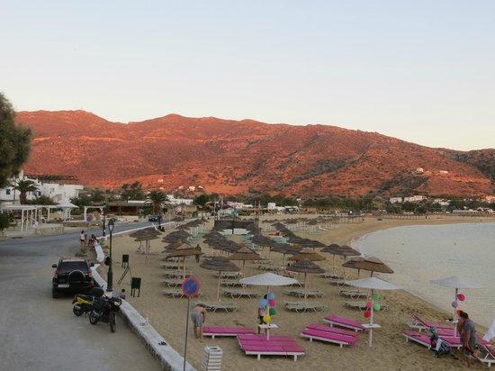 Island House Hotel Studios Apartments : Beach from nearby restaurant