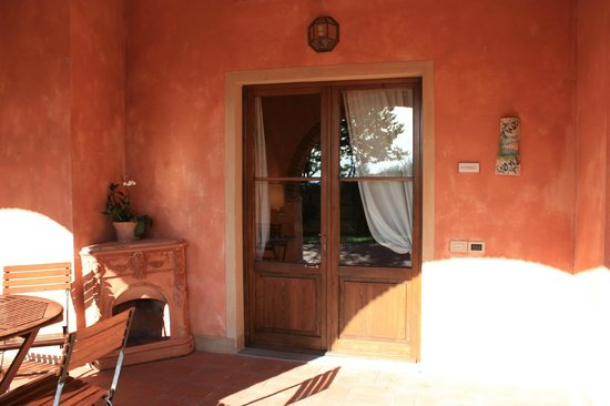 Fonte de' Medici: Front door of the house, nice large private terrace in front