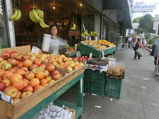 Washington Square Inn: Close to Chinatown - lots of cheap fruit
