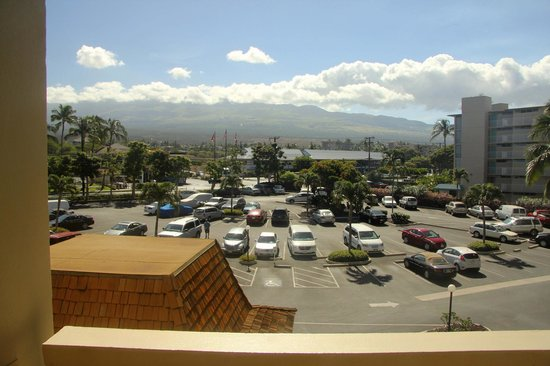 Royal Mauian: Front of complex/parking lot facing west (Haleakala)