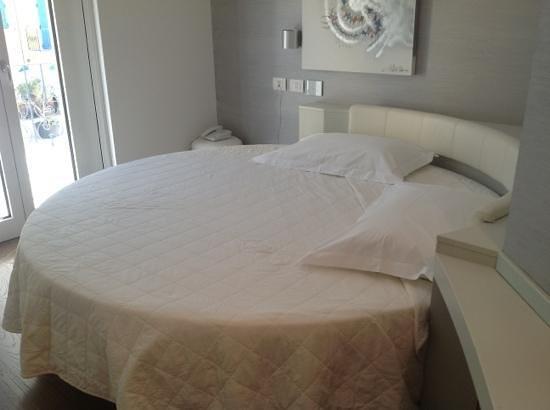Life Hotel: ....rotondo...