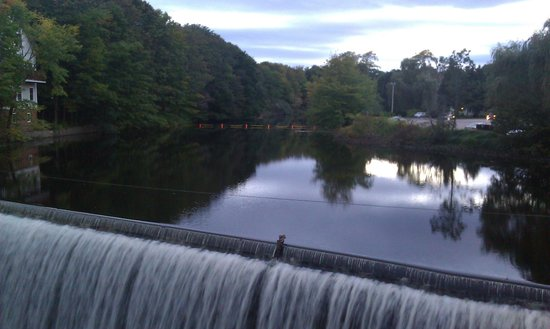 Duffy's Tavern & Grill: the hydro-electric dam