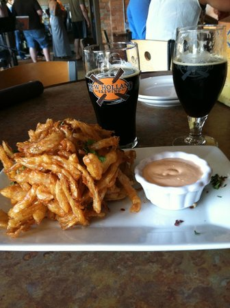 New Holland Brewing Company : onion straws and tasty beer