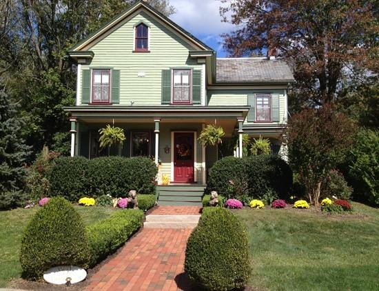 The Widow McCrea House Victorian Bed and Breakfast : Lovely location close to town