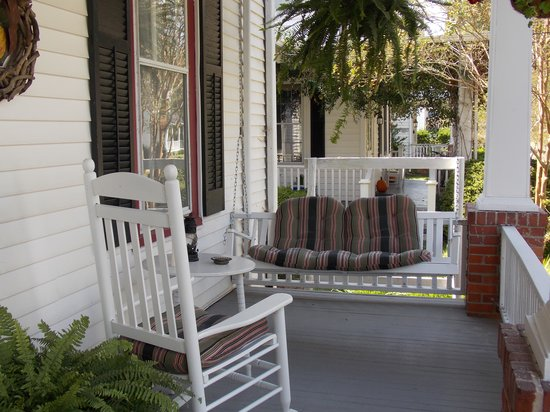 Edenton, Carolina del Norte: The Historic Parsonage Inn Porch