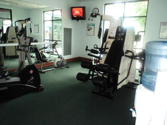 Rogue Regency Inn : Another view of the work out room