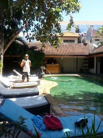 Prima Cottage: zona de la piscina. muy agradable