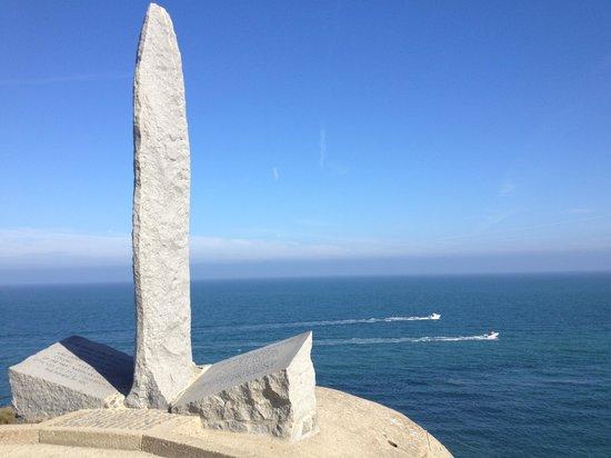 American-DDay-Tours: Pointe-du-Hoc monument