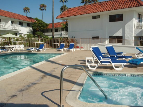Oceanside Marina Suites : Pool and Hot Tub