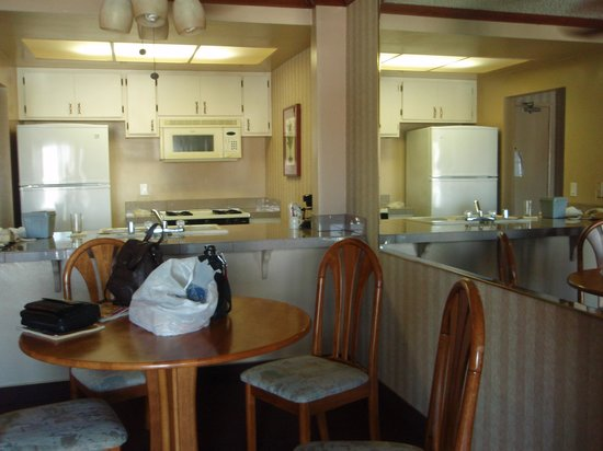 Oceanside Marina Suites : Kitchen/Dining Area