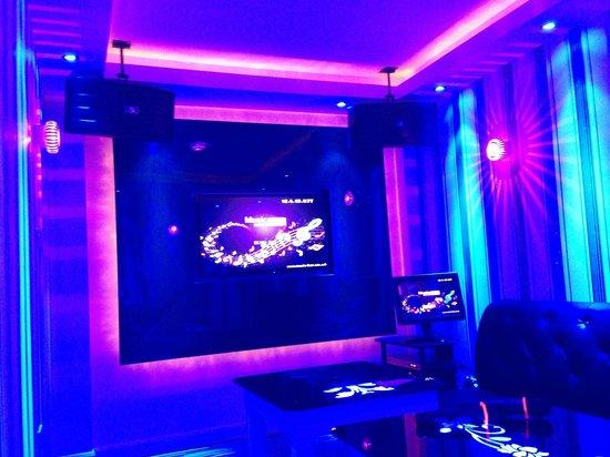 Kachina: Party Room