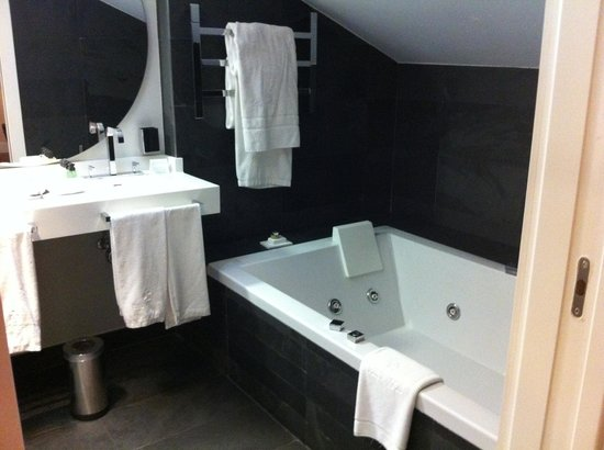 Grand Hotel Don Gregorio: Baño con jacuzzi doble