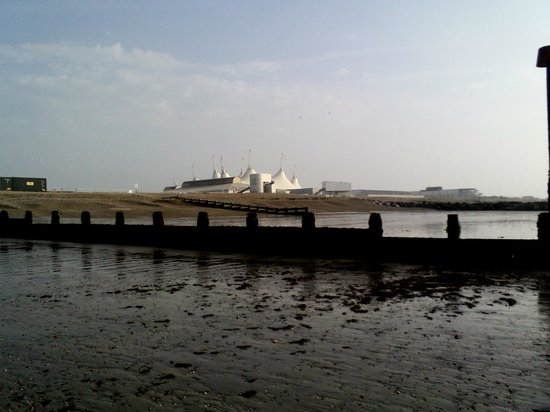 Butlin S Sline Hotel View From Bognor Seafront Looking Back At Butlins In The