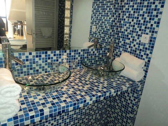 Couleurs Paris: Baño habitación doble superior