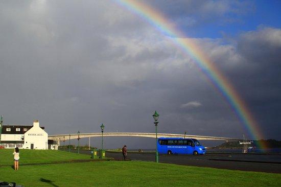 Saucy Marys Lodge: Rainbow outside Saucy Mary's