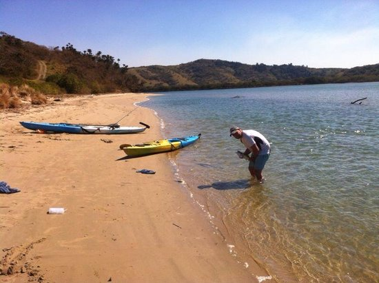 3 nice backpackers on beach in south australia 10