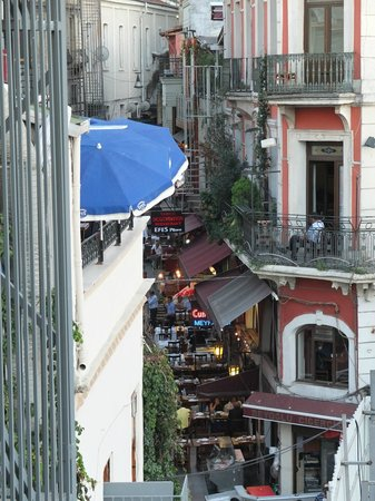 Stay Inn Taksim Hostel: View of Balik Sokak from shared roof terrace
