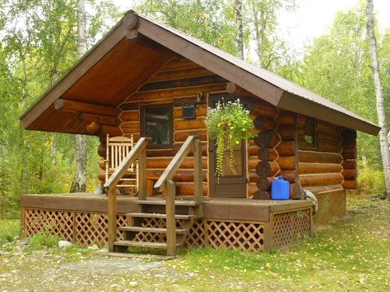 Meandering Moose Lodging : Cozy Moose from the outside