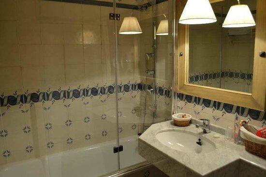 Hotel Plaza: Baño habitación doble especial