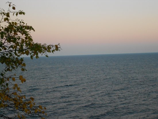 The Cliff Dweller on Lake Superior : morning view from room